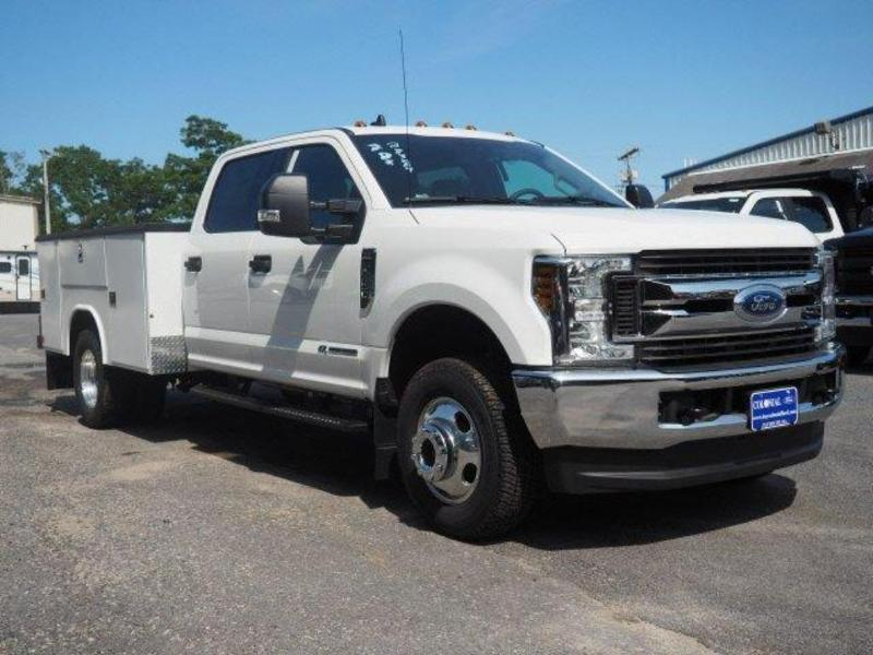 2019 F-350 Crew Cab DRW 4x4, Reading Classic II Aluminum  Service Body #N8268 - photo 3