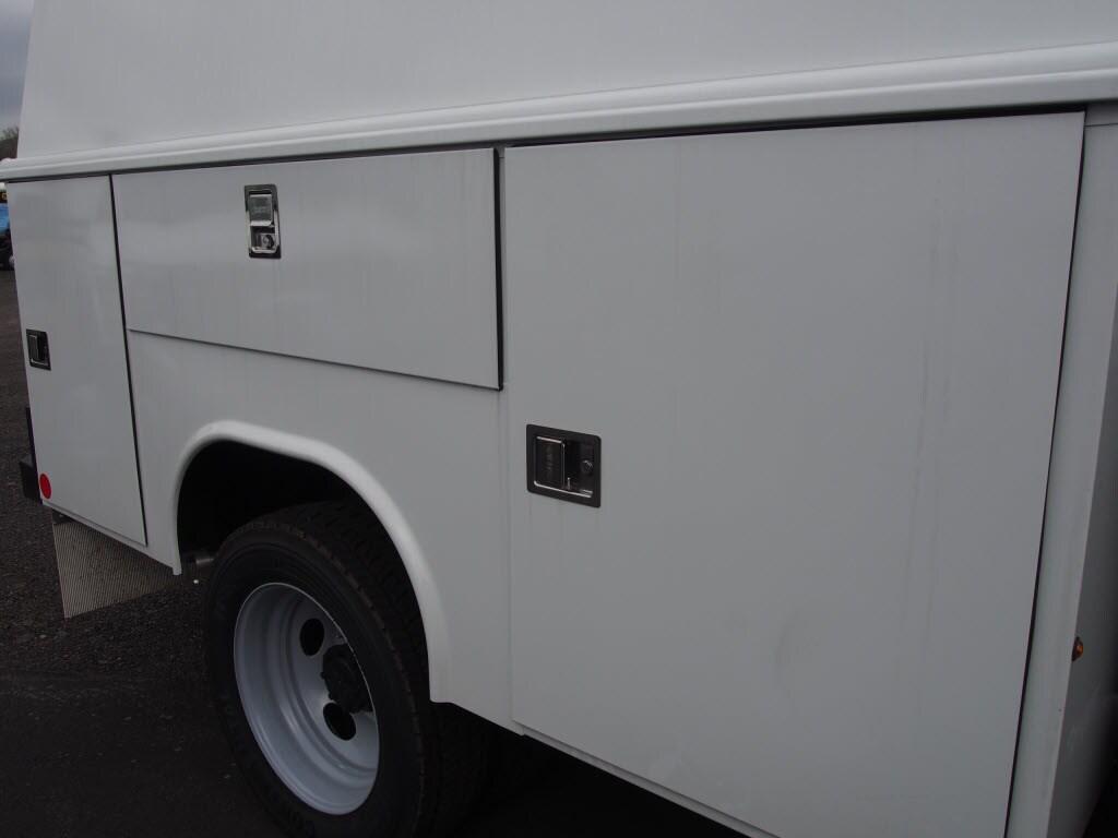 2019 F-550 Super Cab DRW 4x4,  Reading Panel Service Body #10096T - photo 8
