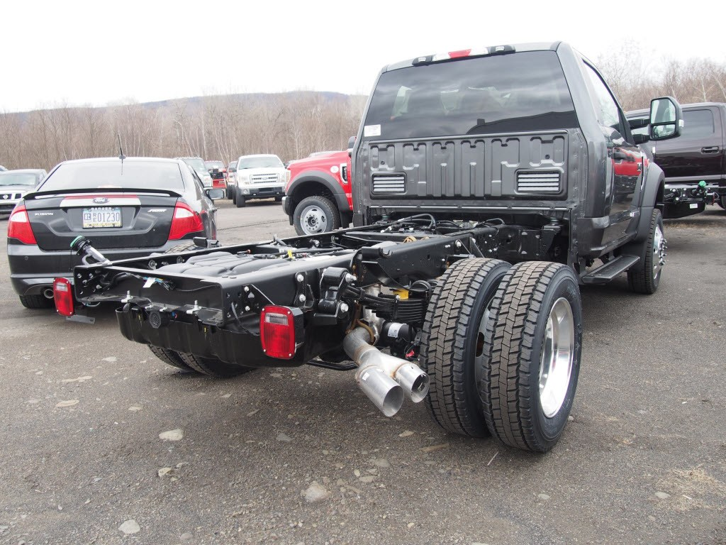 2018 F-550 Regular Cab DRW 4x4,  Cab Chassis #9537T - photo 2