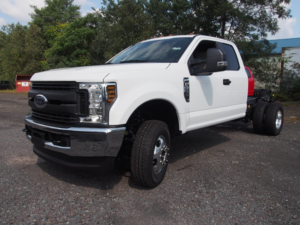 2019 F-350 Super Cab DRW 4x4,  Cab Chassis #9753T - photo 4