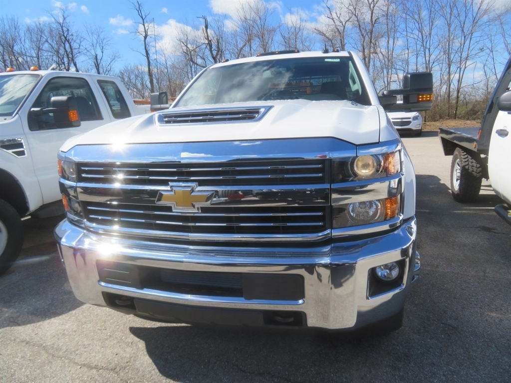2018 Silverado 3500 Crew Cab 4x4,  CM Truck Beds Platform Body #C1672 - photo 3