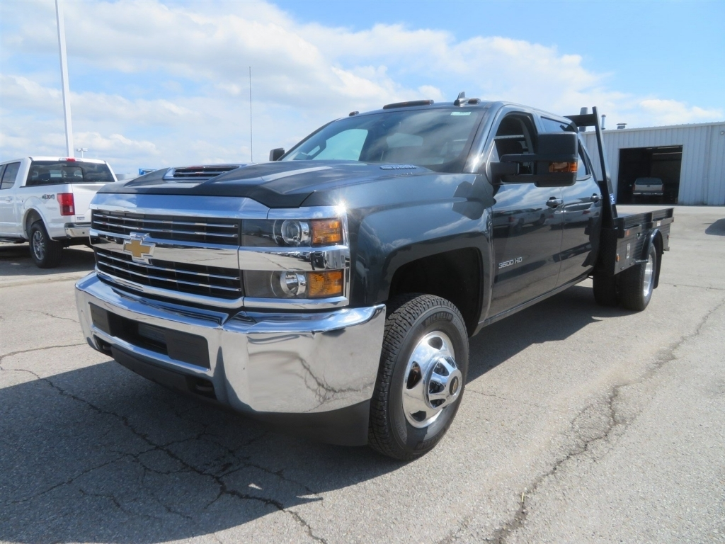2018 Silverado 3500 Crew Cab 4x4,  Gooseneck Trailer Manufacturing Co. Platform Body #C1673 - photo 5