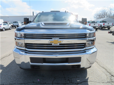 2018 Silverado 3500 Crew Cab 4x4,  Gooseneck Trailer Manufacturing Co. Platform Body #C1673 - photo 6