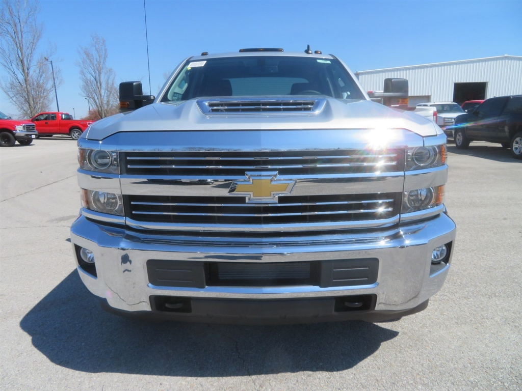 2018 Silverado 3500 Crew Cab 4x4,  CM Truck Beds Hauler Body #C1691 - photo 5
