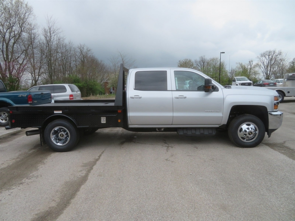 2018 Silverado 3500 Crew Cab 4x4,  Gooseneck Trailer Manufacturing Co. Platform Body #C1736 - photo 3
