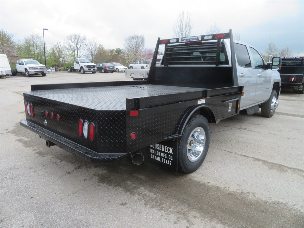 2018 Silverado 3500 Crew Cab 4x4,  Gooseneck Trailer Manufacturing Co. Platform Body #C1736 - photo 2