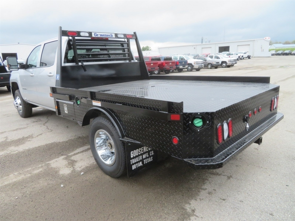 2018 Silverado 3500 Crew Cab 4x4,  Gooseneck Trailer Manufacturing Co. Platform Body #C1736 - photo 4