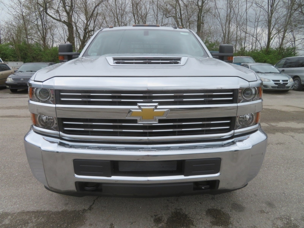 2018 Silverado 3500 Crew Cab 4x4,  Gooseneck Trailer Manufacturing Co. Platform Body #C1736 - photo 6
