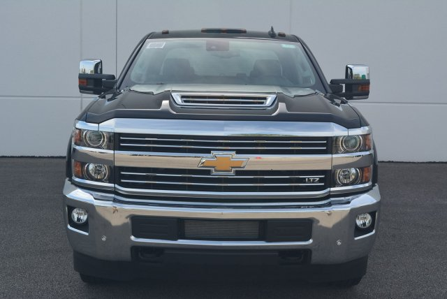 2018 Silverado 3500 Crew Cab 4x4,  Pickup #T81045 - photo 4