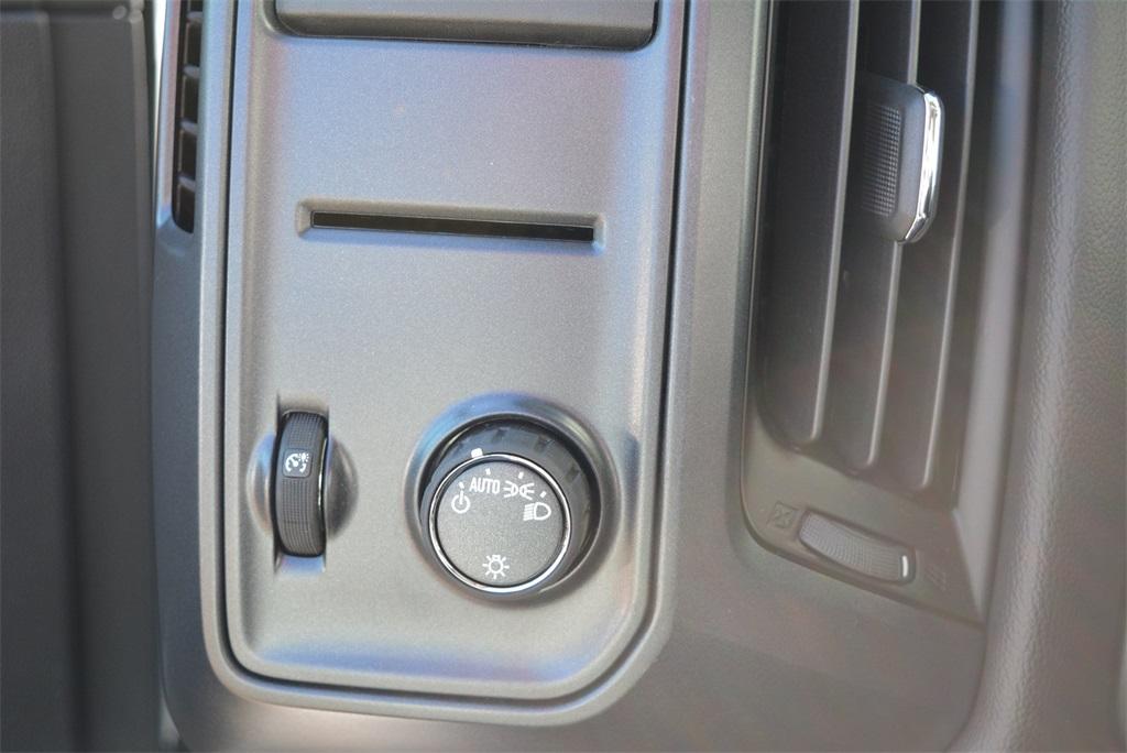 2019 Silverado 6500 Regular Cab DRW 4x2, Jerr-Dan Standard Duty Carriers Rollback Body #T91305 - photo 24