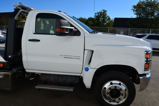 2019 Silverado Medium Duty Regular Cab DRW 4x2, Jerr-Dan Standard Duty Carriers Rollback Body #T91305 - photo 3