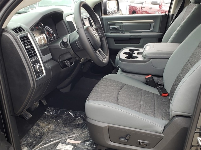 2019 Ram 1500 Crew Cab 4x2,  Pickup #KS515711 - photo 6