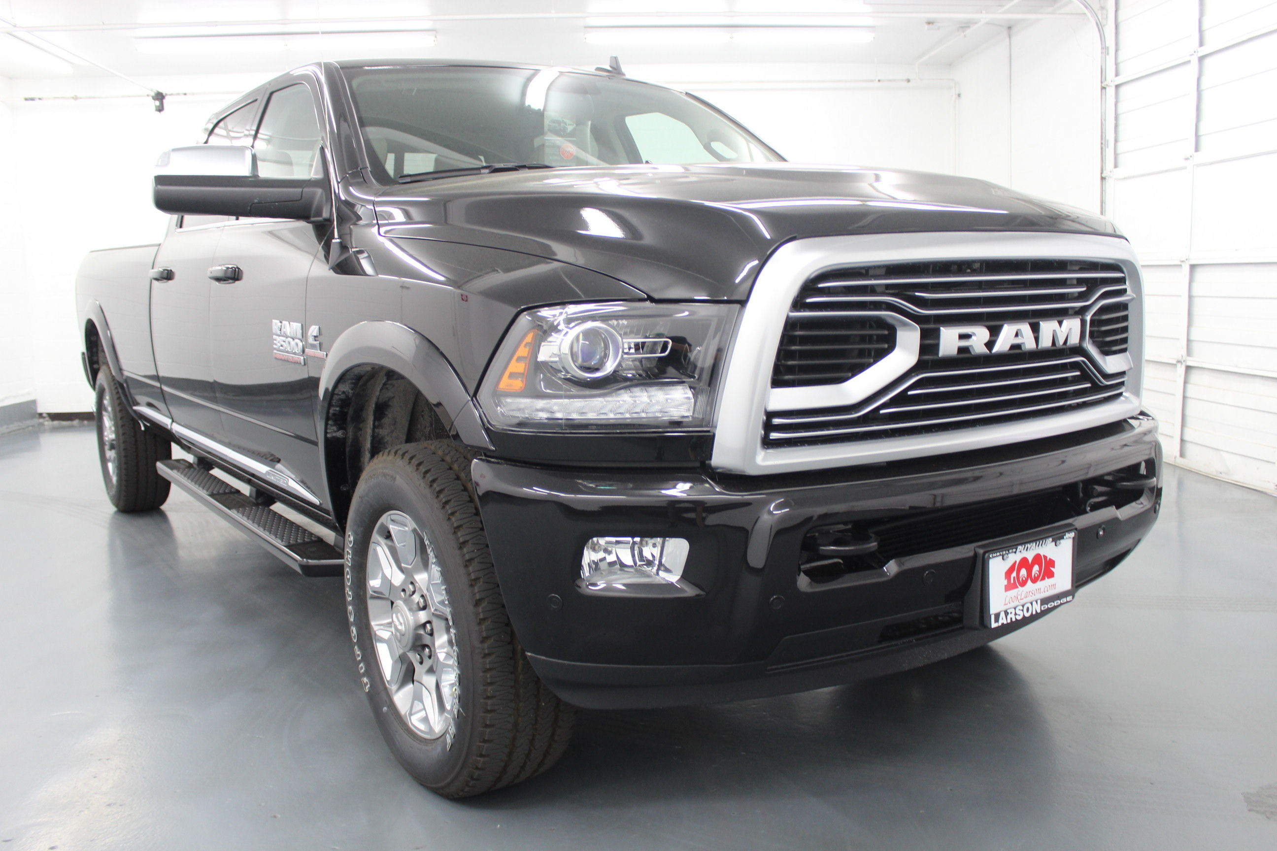 2018 Ram 3500 Crew Cab 4x4,  Pickup #229104 - photo 3