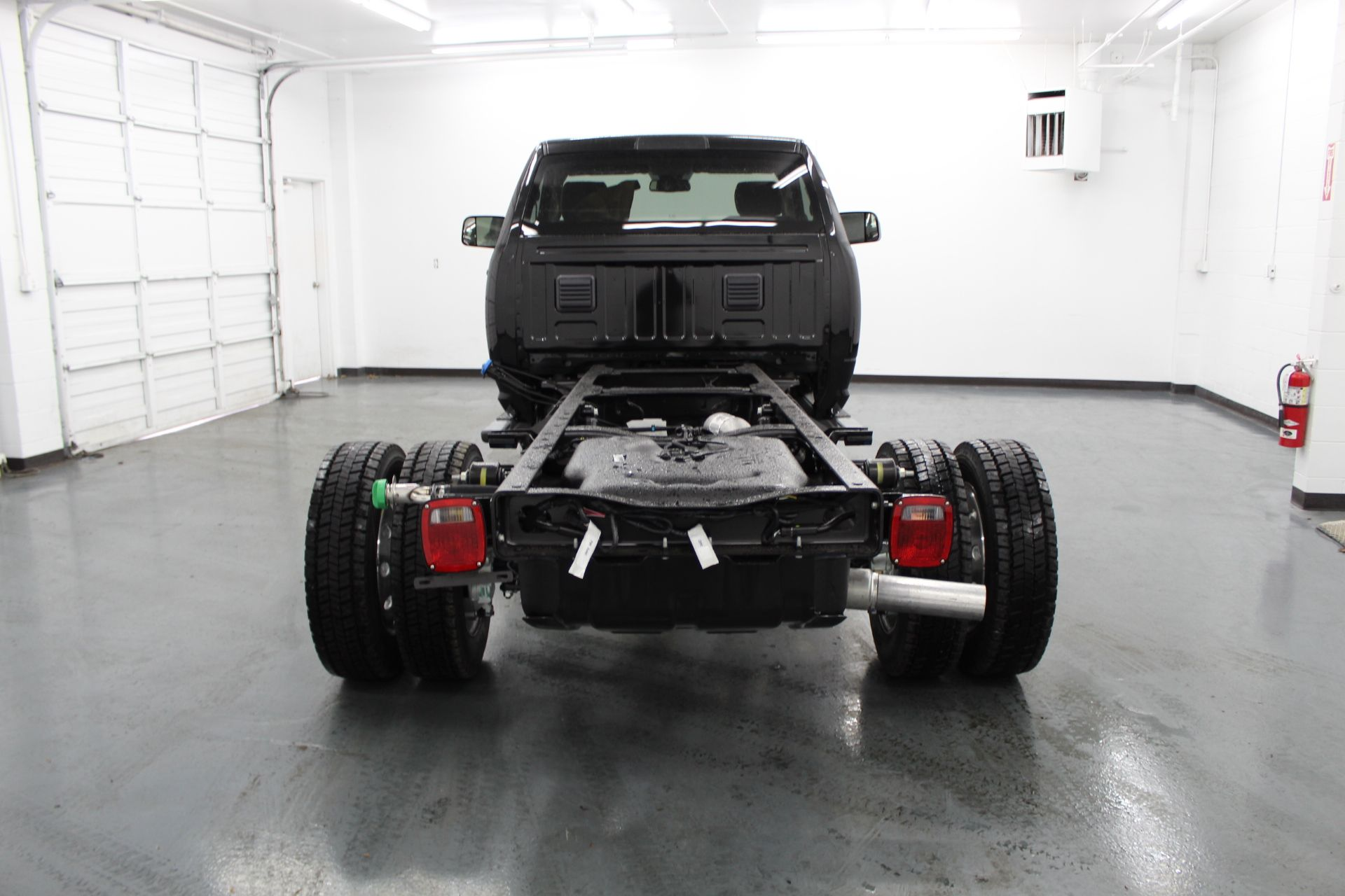 2018 Ram 5500 Regular Cab DRW 4x4,  Cab Chassis #233582 - photo 6