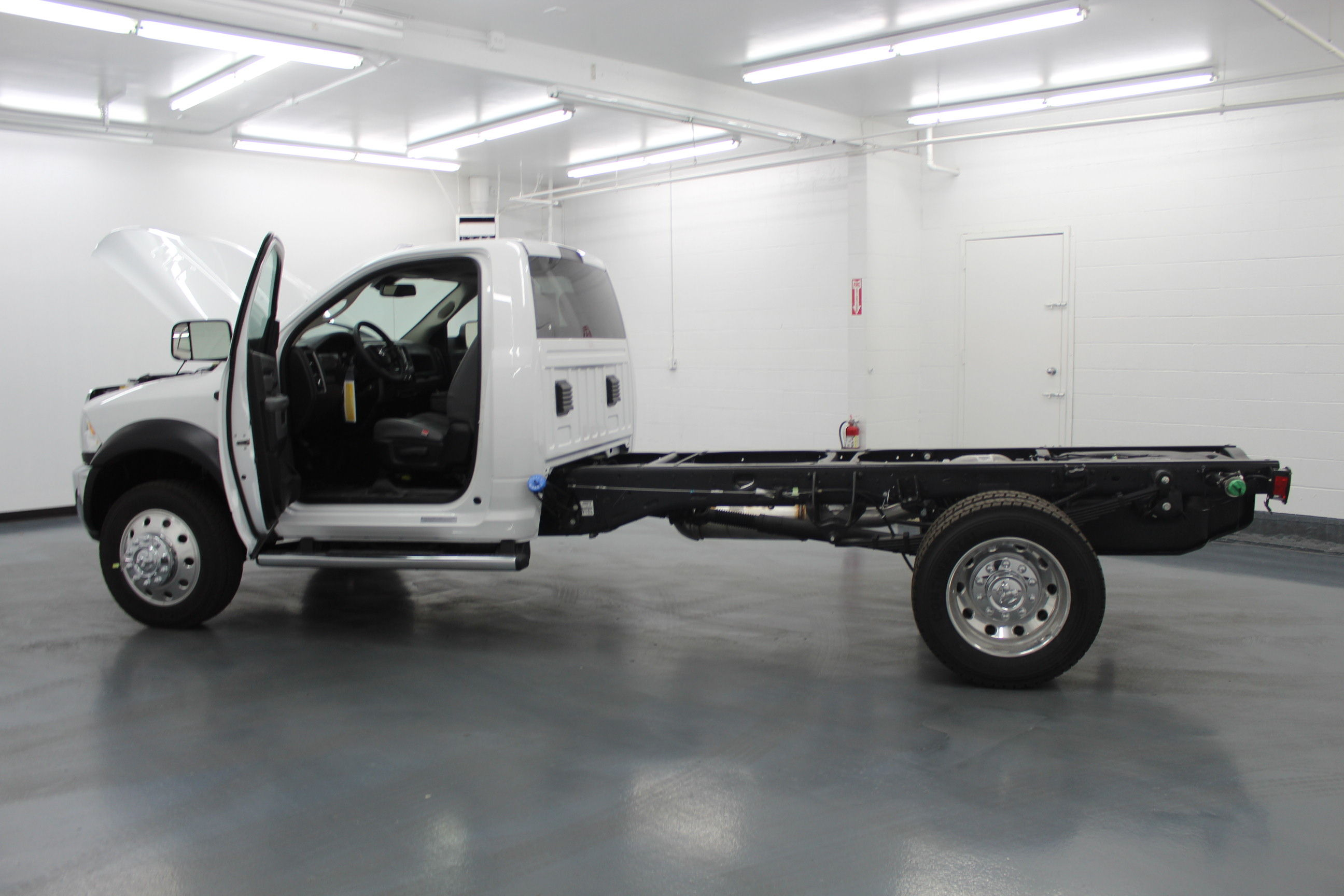 2018 Ram 4500 Regular Cab DRW 4x4,  Cab Chassis #263980 - photo 11