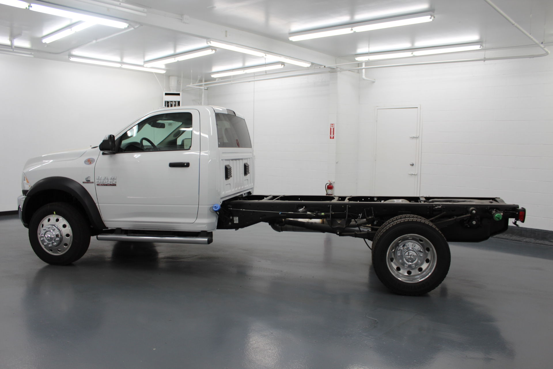 2018 Ram 4500 Regular Cab DRW 4x4,  Cab Chassis #263982 - photo 7
