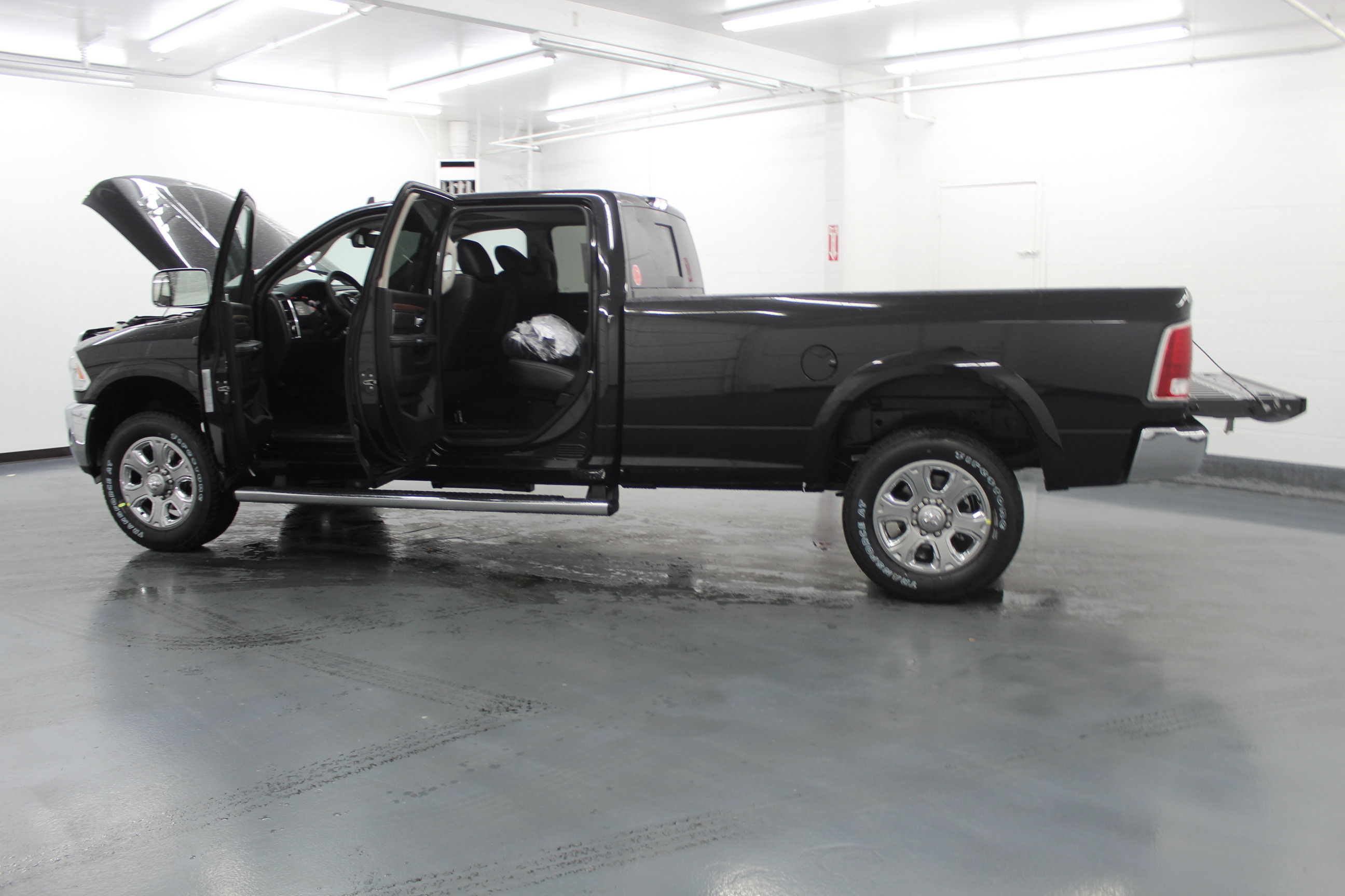 2018 Ram 3500 Crew Cab 4x4,  Pickup #299700 - photo 11