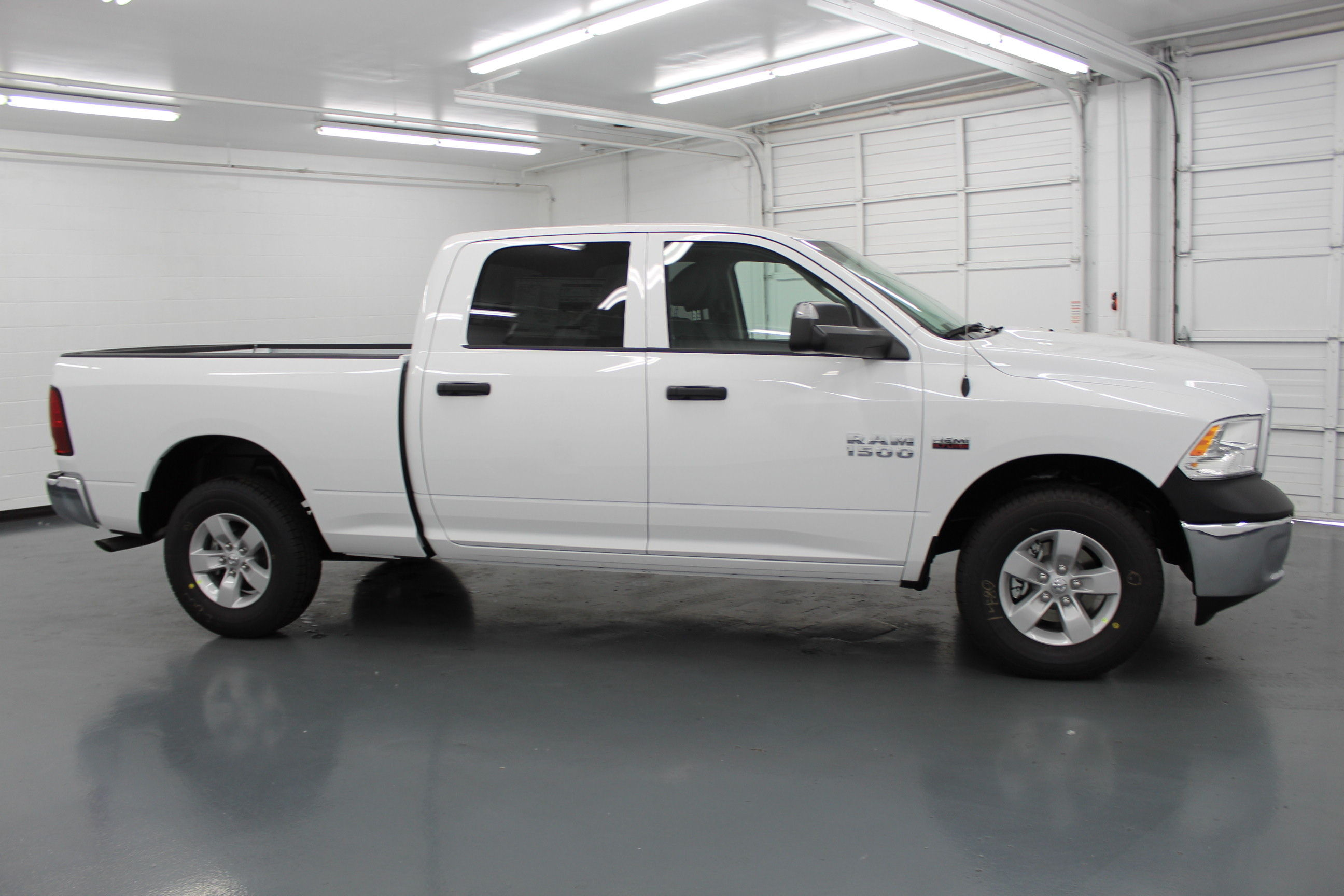 2018 Ram 1500 Crew Cab 4x4,  Pickup #314426 - photo 4