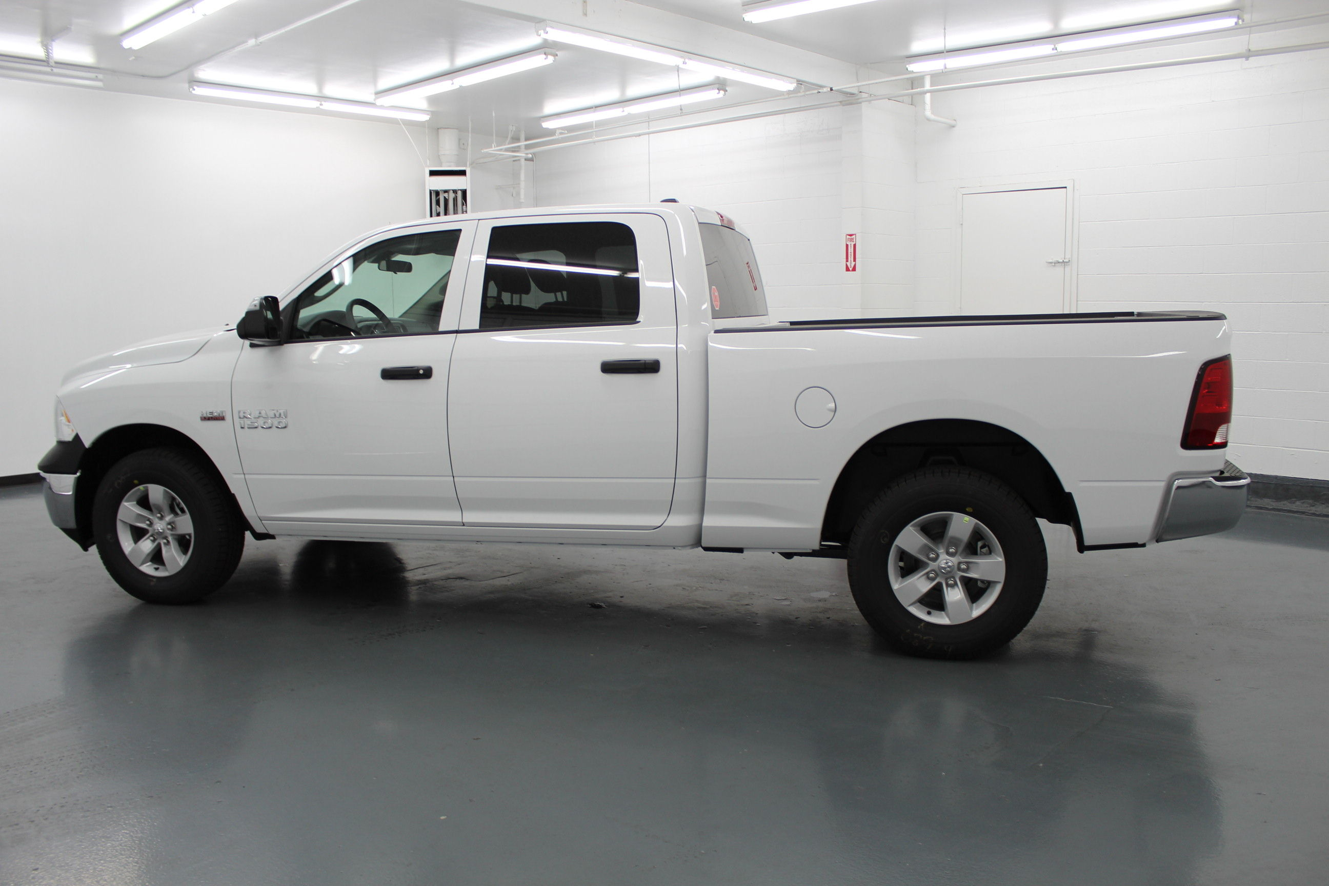 2018 Ram 1500 Crew Cab 4x4,  Pickup #314426 - photo 7