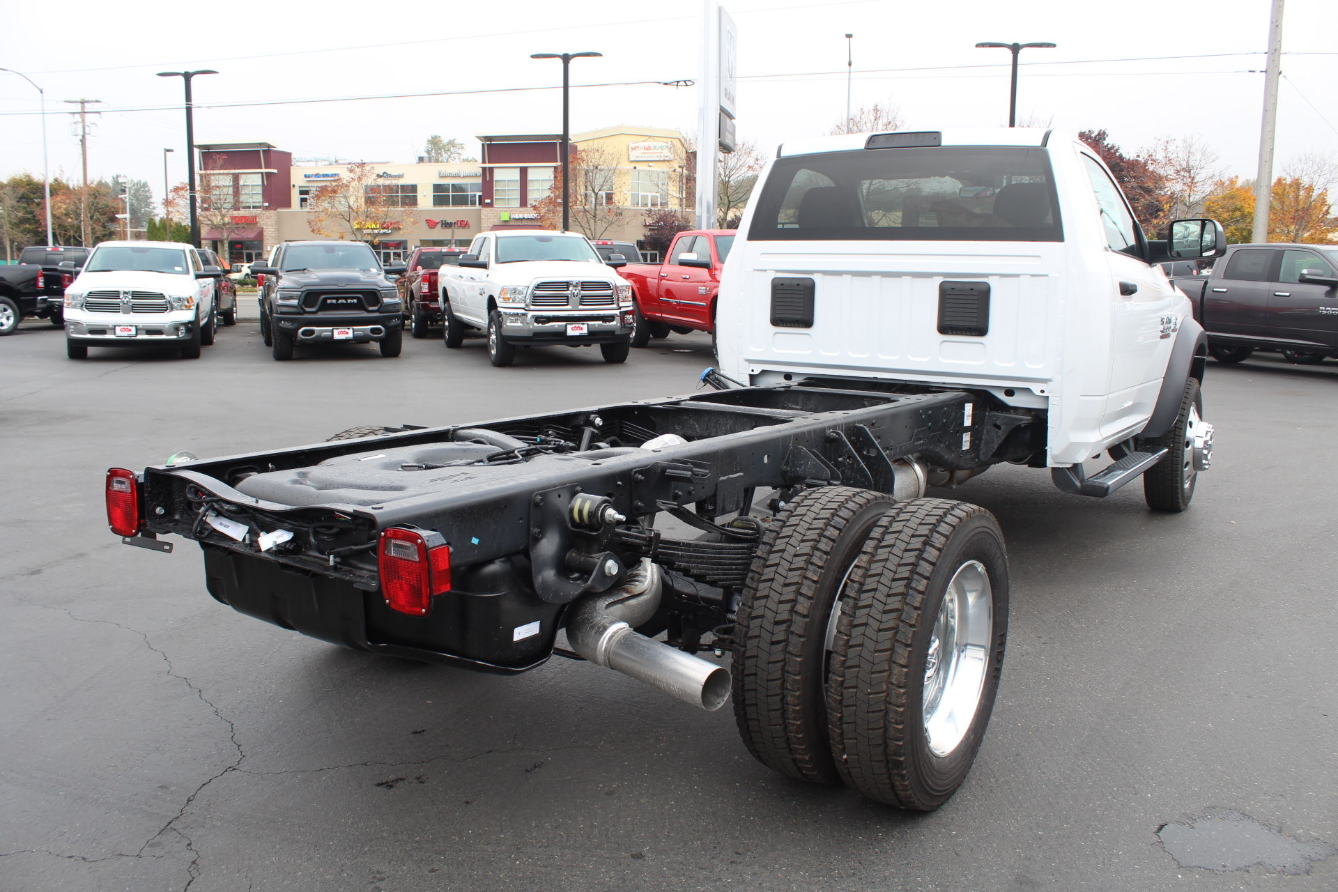 2018 Ram 4500 Regular Cab DRW 4x4,  Cab Chassis #352363 - photo 3
