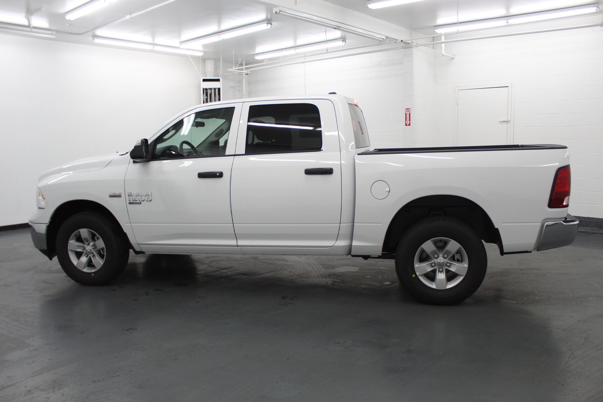 2019 Ram 1500 Crew Cab 4x4,  Pickup #501846 - photo 7