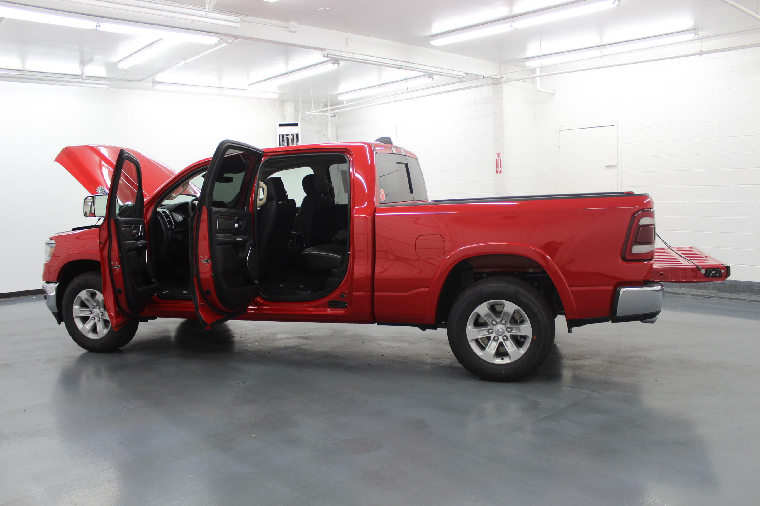 2019 Ram 1500 Crew Cab 4x4,  Pickup #553027 - photo 11
