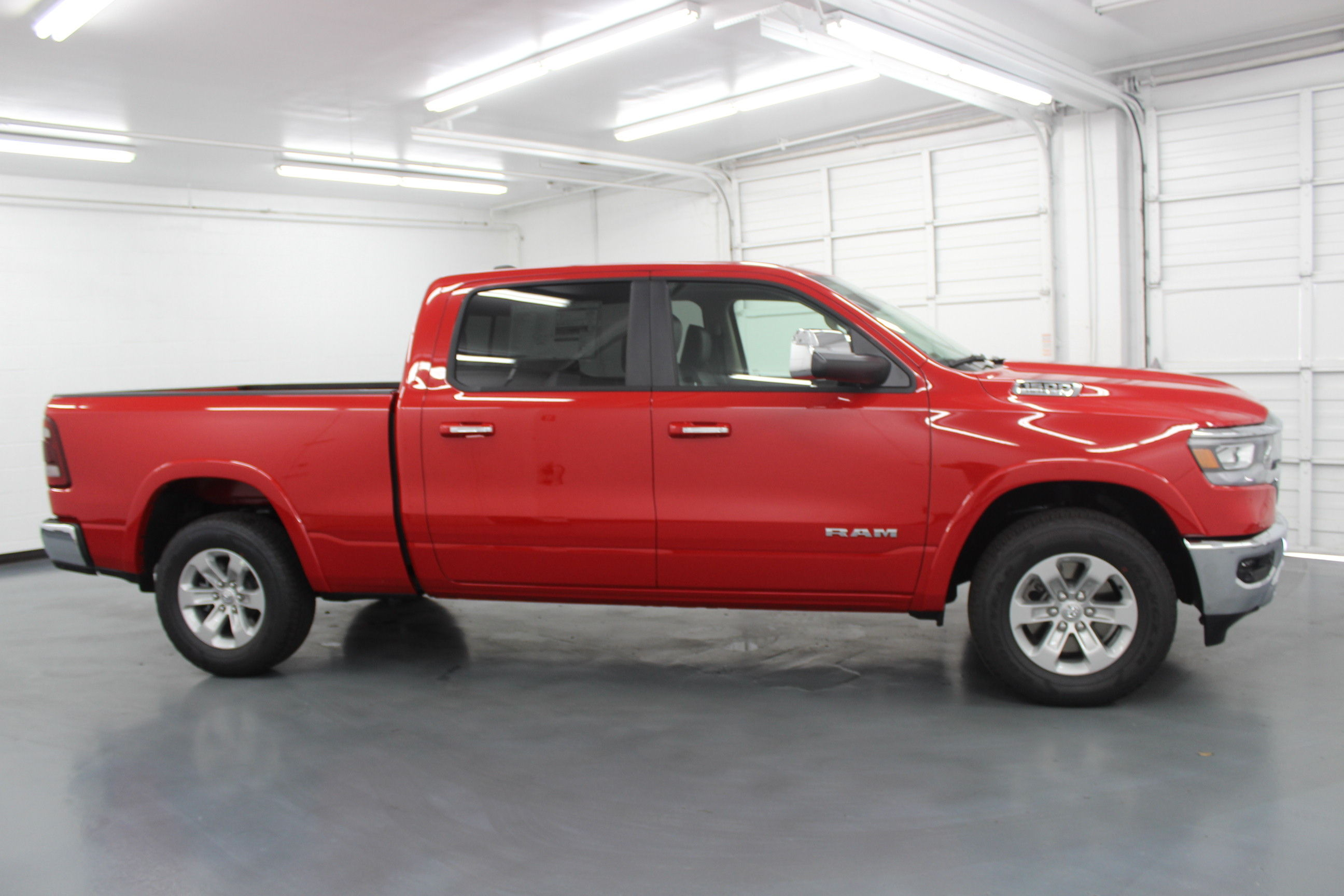 2019 Ram 1500 Crew Cab 4x4,  Pickup #553027 - photo 4