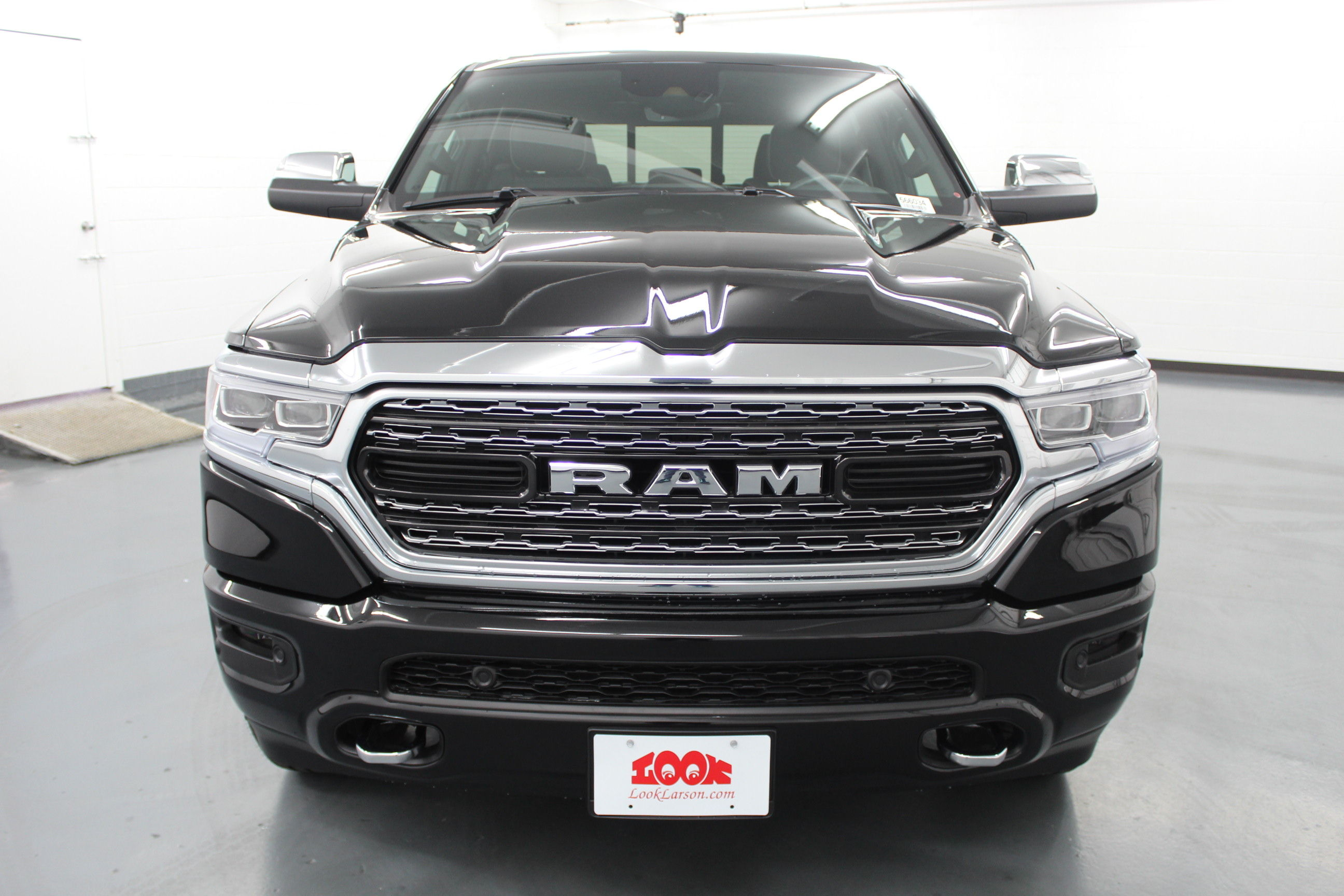 2019 Ram 1500 Crew Cab 4x4,  Pickup #566034 - photo 8