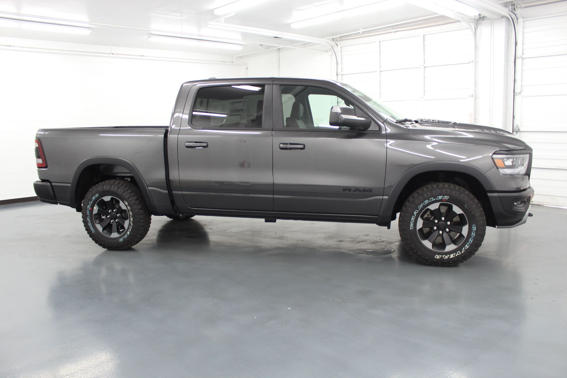 2019 Ram 1500 Crew Cab 4x4,  Pickup #586888 - photo 5