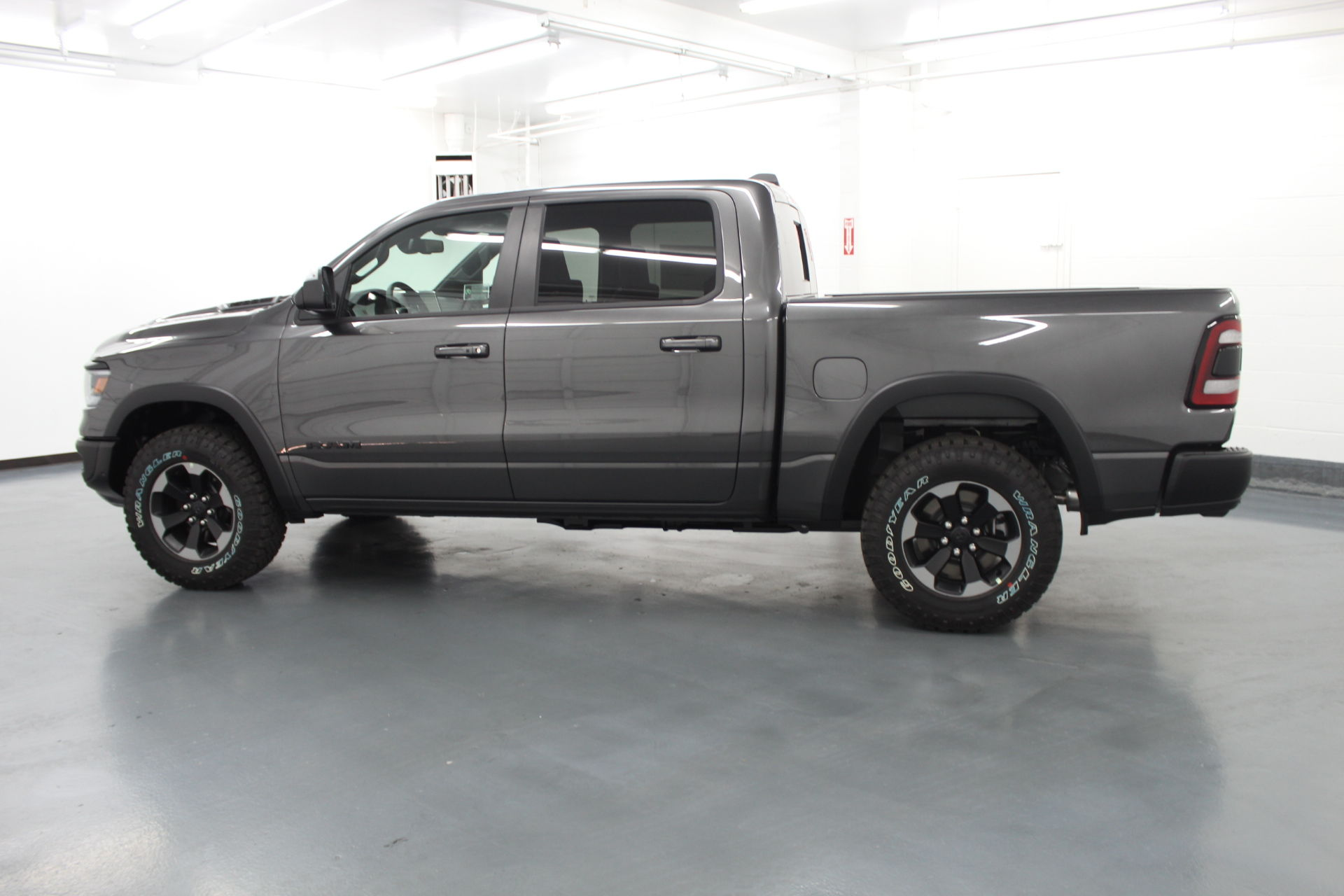 2019 Ram 1500 Crew Cab 4x4,  Pickup #586888 - photo 7