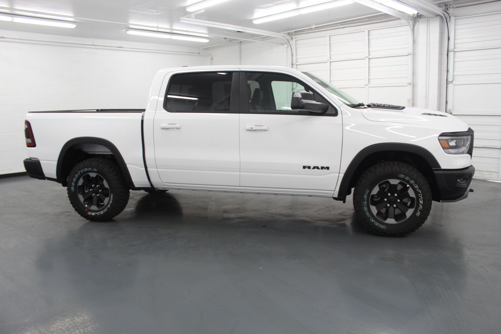 2019 Ram 1500 Crew Cab 4x4,  Pickup #592610 - photo 5