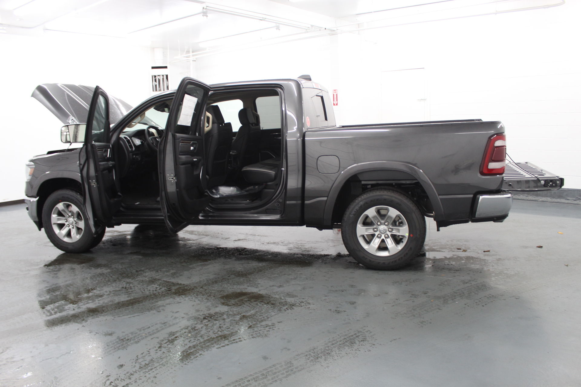 2019 Ram 1500 Crew Cab 4x4,  Pickup #642797 - photo 11