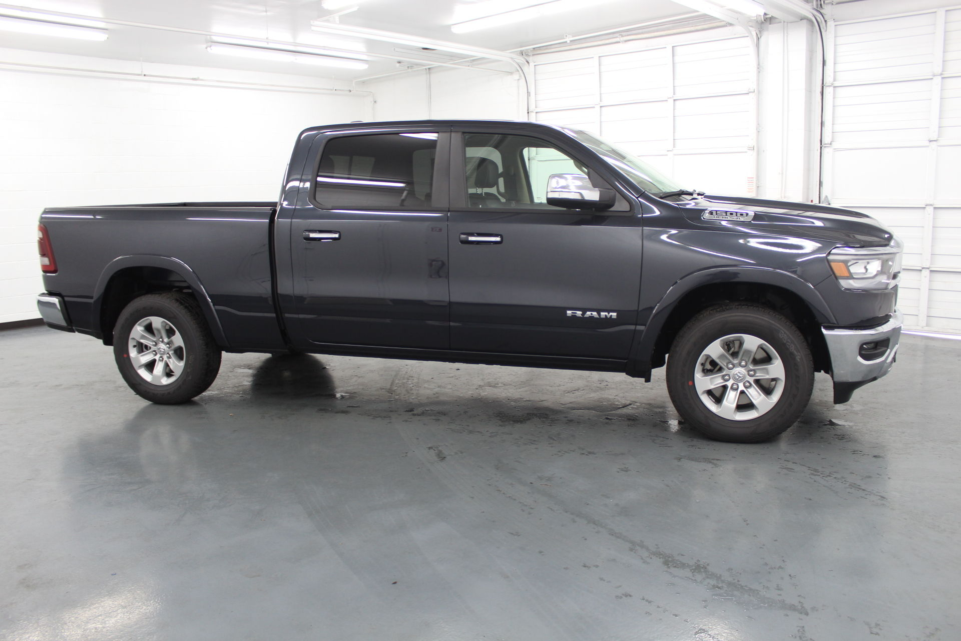 2019 Ram 1500 Crew Cab 4x4,  Pickup #647908 - photo 4