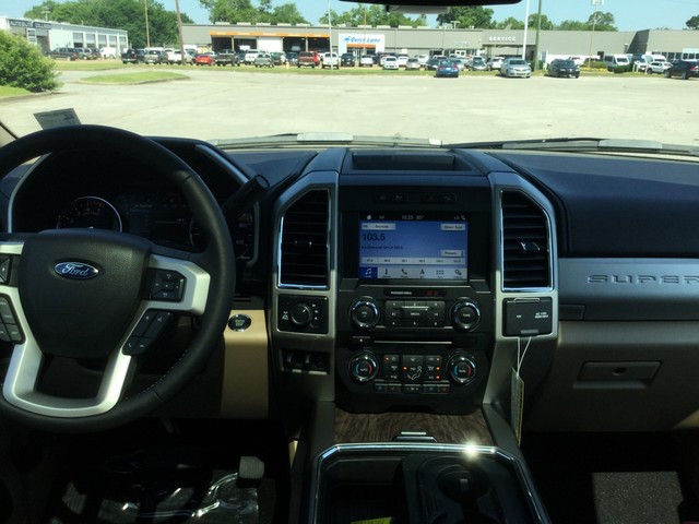 2018 F-250 Crew Cab 4x4,  Pickup #B56781 - photo 28