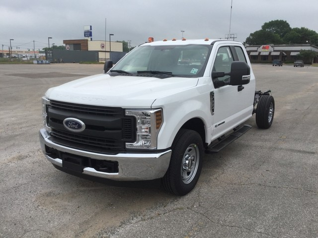 2018 F-350 Super Cab 4x2,  Cab Chassis #C36274 - photo 4
