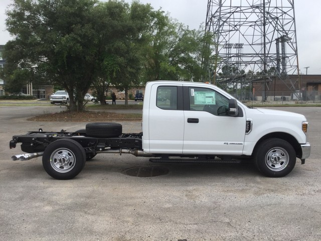 2018 F-350 Super Cab 4x2,  Cab Chassis #C36274 - photo 8