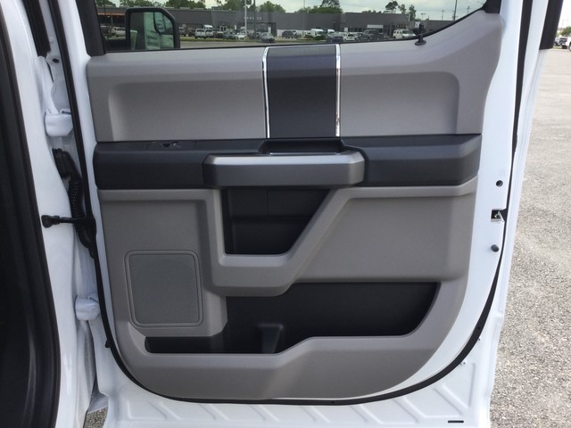 2019 F-150 SuperCrew Cab 4x4,  Pickup #D42512 - photo 28