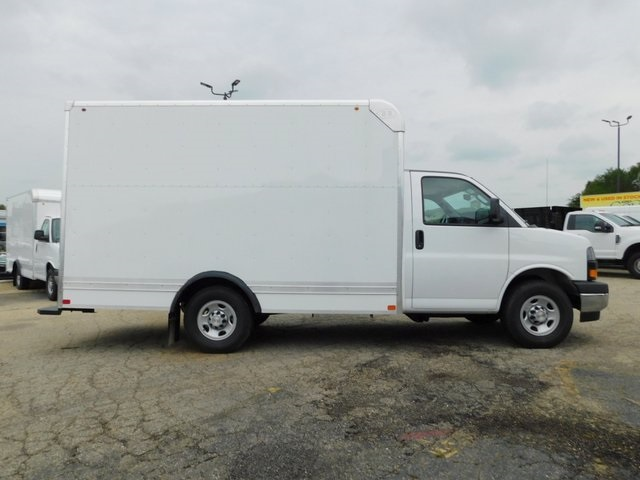 2018 Express 3500 4x2,  Bay Bridge Cutaway Van #GT02758 - photo 3