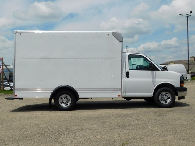 2018 Express 3500 4x2,  Bay Bridge Cutaway Van #GT02760 - photo 3
