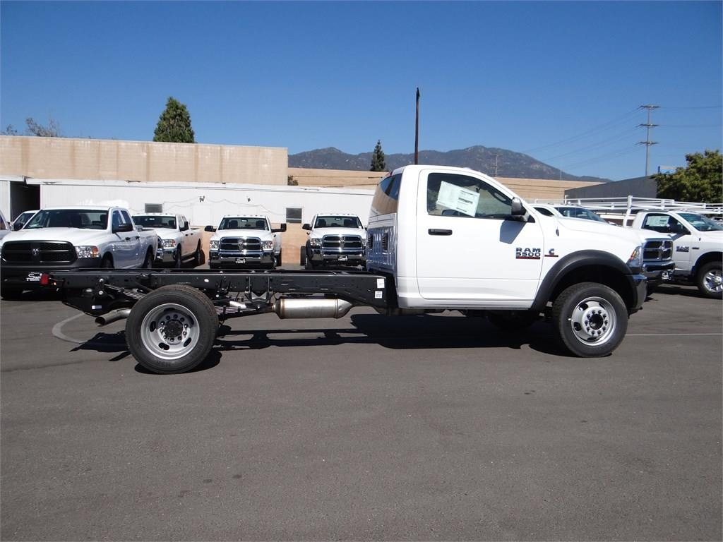 2018 Ram 5500 Regular Cab DRW 4x2,  Cab Chassis #R1568T - photo 3