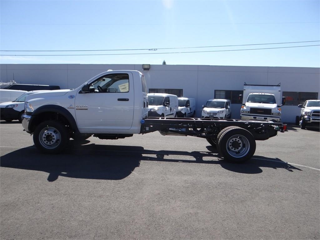 2018 Ram 5500 Regular Cab DRW 4x2,  Cab Chassis #R1568T - photo 6