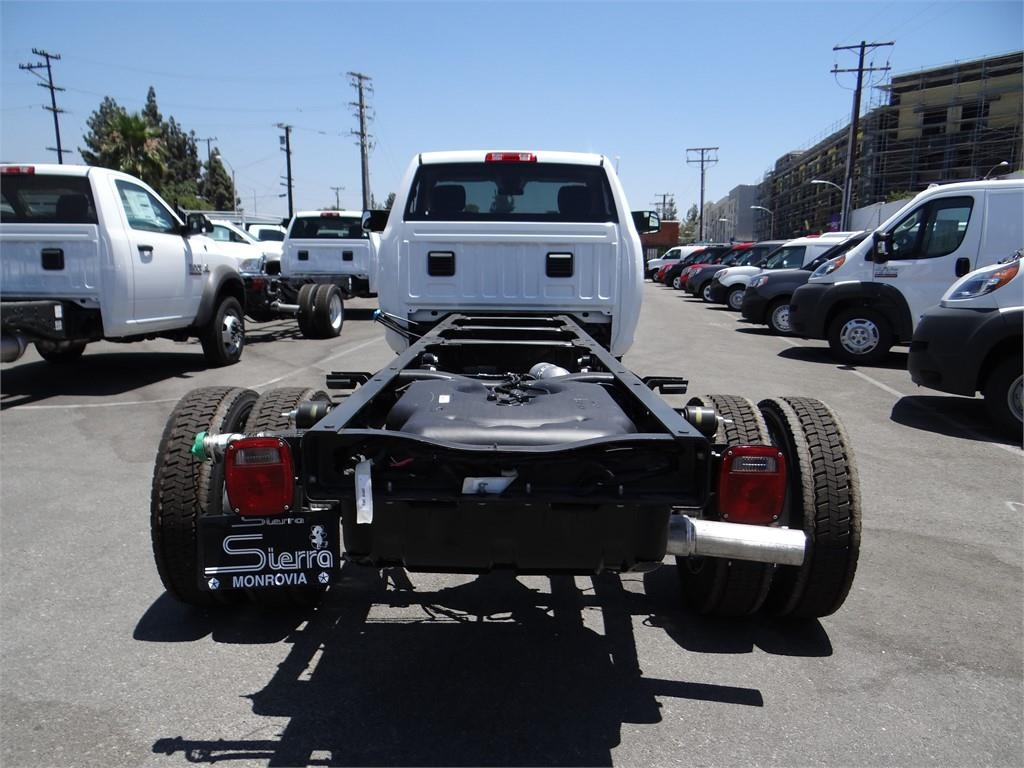 2018 Ram 5500 Regular Cab DRW 4x2,  Cab Chassis #R1725T - photo 4