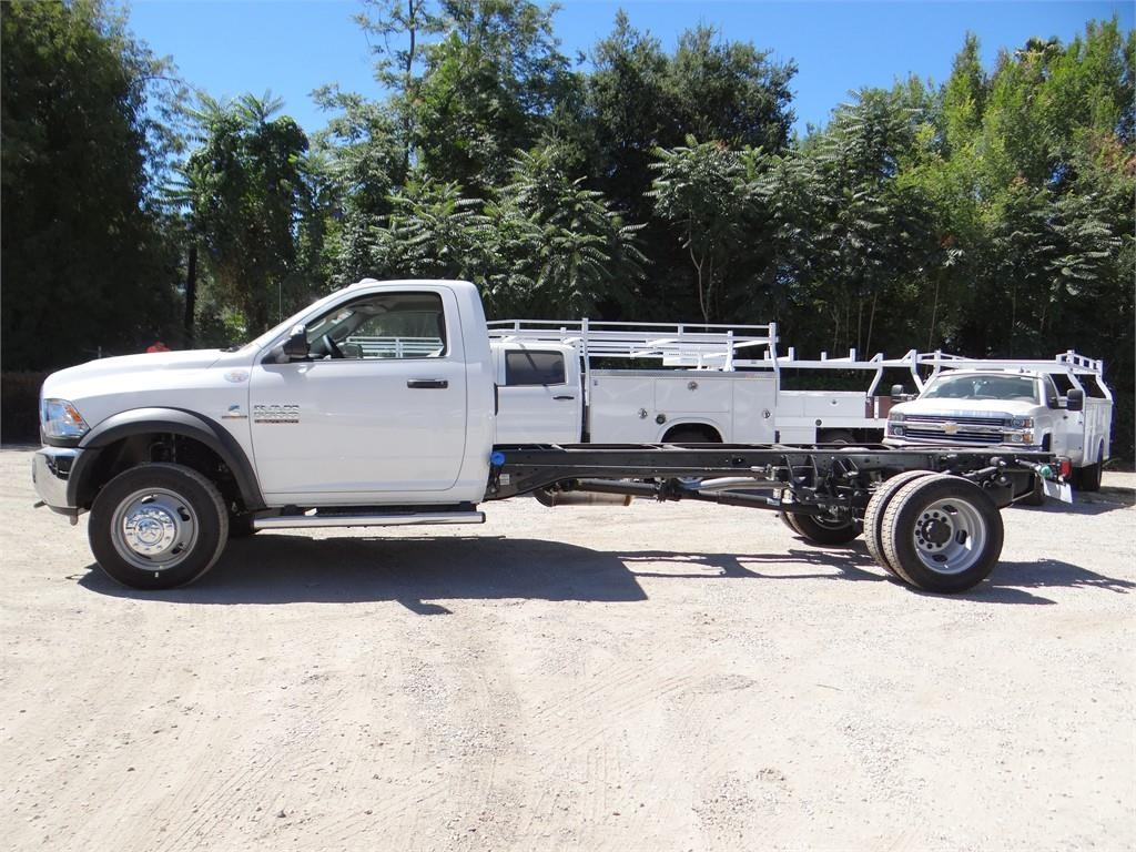 2018 Ram 5500 Regular Cab DRW 4x2,  Cab Chassis #R1796T - photo 5