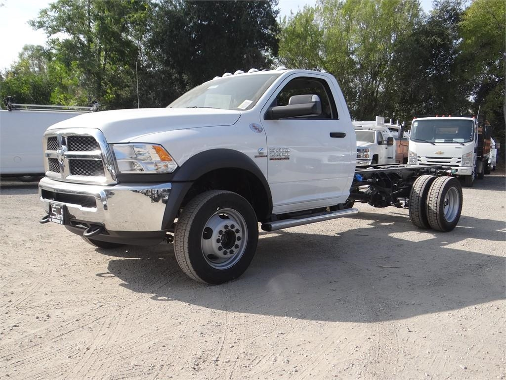 2018 Ram 5500 Regular Cab DRW 4x2,  Cab Chassis #R1856T - photo 6