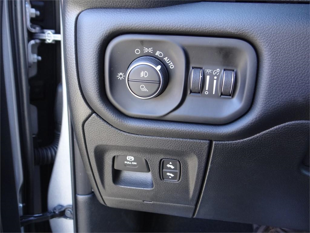 2019 Ram 1500 Crew Cab 4x2,  Pickup #R1860 - photo 15