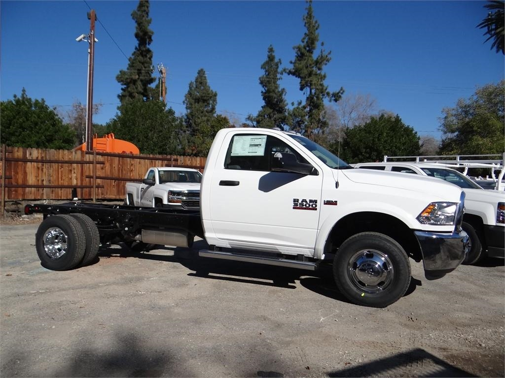 2018 Ram 3500 Regular Cab DRW 4x2,  Cab Chassis #R1898T - photo 3