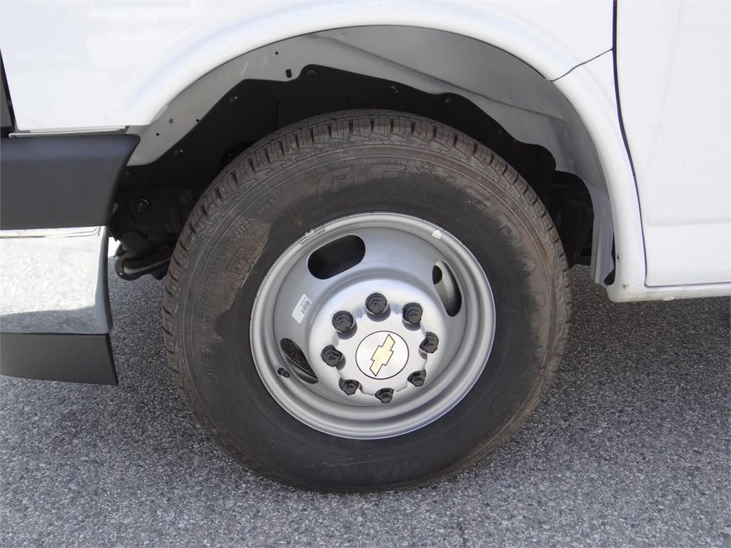 2019 Express 3500 4x2, Morgan Parcel Aluminum Cutaway Van #C158817 - photo 16
