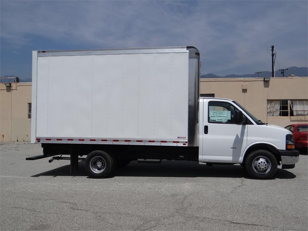 2019 Express 3500 4x2, Morgan Parcel Aluminum Cutaway Van #C158995 - photo 3