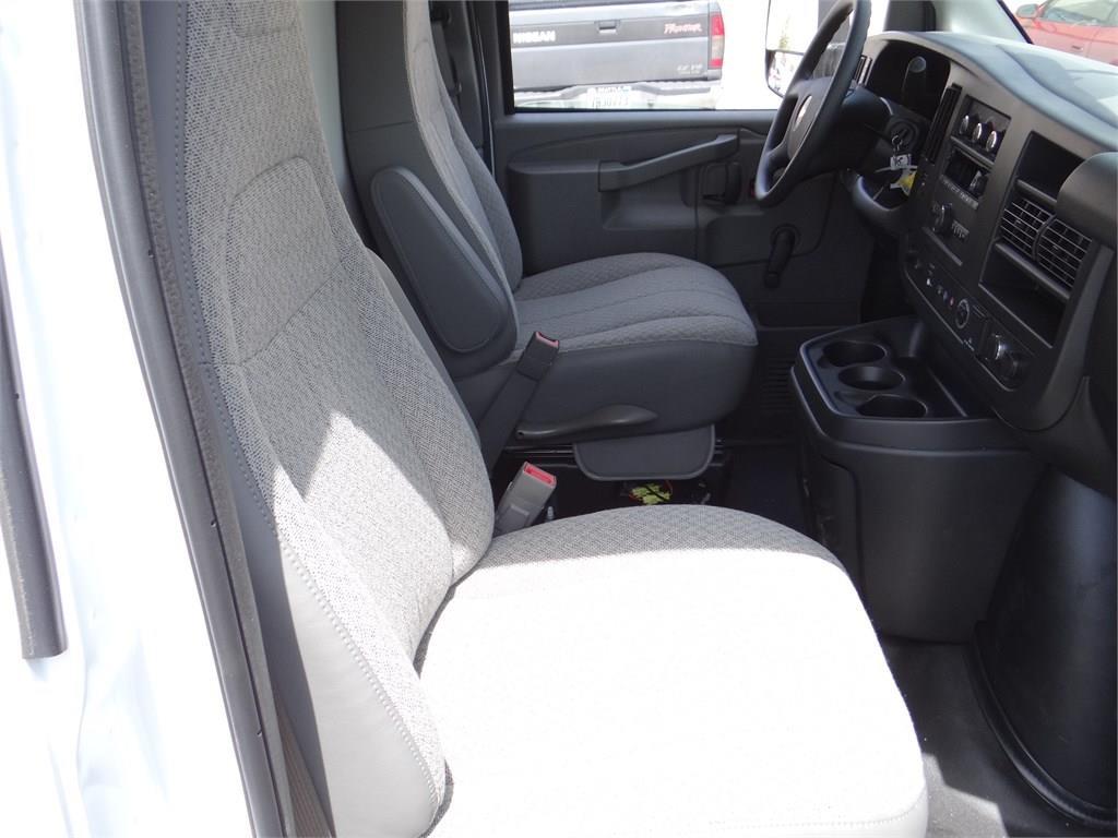 2019 Express 3500 4x2, Morgan Parcel Aluminum Cutaway Van #C158995 - photo 14