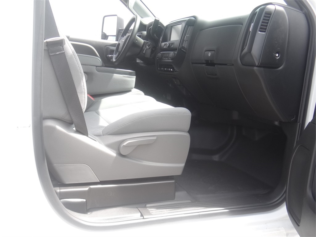 2020 Chevrolet Silverado 5500 Regular Cab DRW 4x2, Martin Stake Bed #C159922 - photo 9